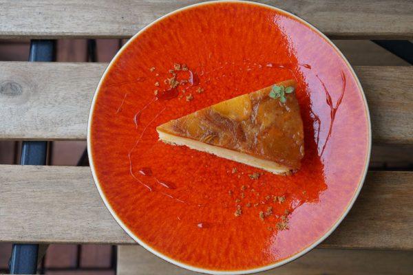 柿のキャラメリゼとアーモンドのケーキ
