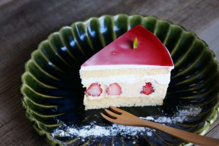 林檎のバスクチーズケーキ・タルト オ スリーズ スイス・ヴァレ デ フレーズ