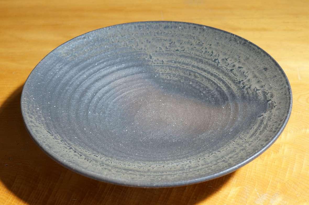 鉄釉尺三寸皿2