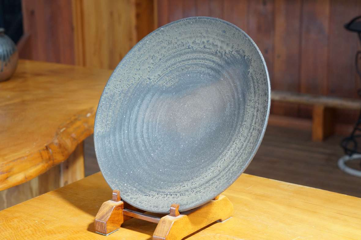 鉄釉尺三寸皿1