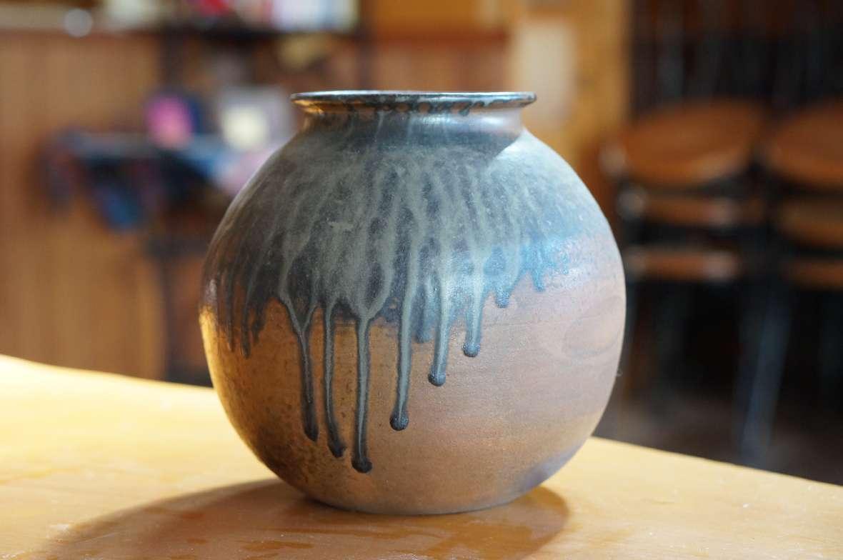 流れ釉丸壺1